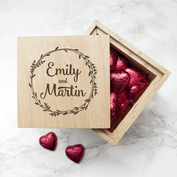 Personalised Romantic Wreath Frame Oak Photo Cube